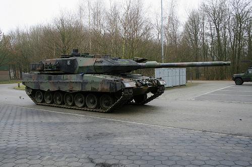 Leo 2 A6 σε υπηρεσία με τις τάξεις του Ολλανδικού Στρατού (λόγω οικονομικών περικοπών θα αποσυρθούν ή θα πωληθούν όλα τα ολλανδικά Leo 2)