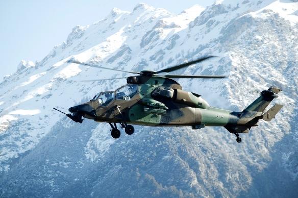 Manoeuvres d'entrainements militaires anti-guérilla dans les Alpes (Mont Dauphin) de l'armée française.