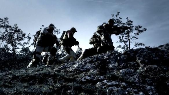 Ομάδα τεσσάρων ανδρών των ειδικών δυνάμεων στην Ψηφιακή Λήμνο ή Altis. To παιχνίδι φημίζεται για τη ρεαλιστικότητα του και τα εξαιρετικά τοπία...