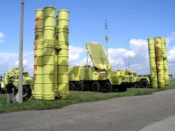 Το σύστημα S-300 τοποθετημένο σε στατική επίδειξη στην έκθεση MAKS στη Μόσχα