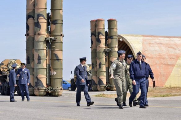 Εκτοξευτές S-300 σε στατική επίδειξη κατά την διάρκεια επίσκεψης στην 126 Σμηναρχία Μάχης του Αρχηγού Τακτικής Αεροπορίας (ΑΤΑ), Αντιπτέραρχου (Ι) Χρήστου Βαΐτση