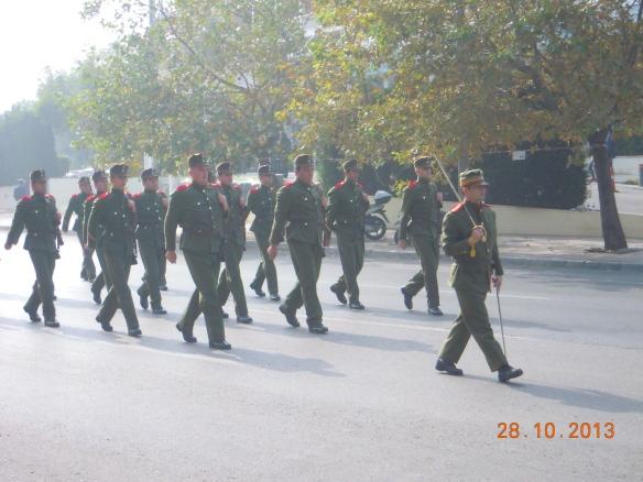 Θα κλείσουμε με την παρέλαση ενός αποσπάσματος με στολές εποχής από το Αλβανικό Μέτωπο