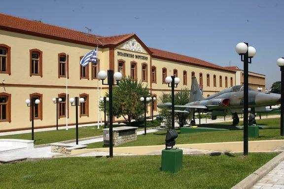 """Στην είσοδο του Πολεμικού Μουσείου κοσμεί ένα αυθεντικό αεροσκάφος F-5A """"Freedom Fighter"""", πρωην ενταγμένο στην ΠΑ"""