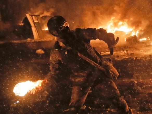 Οι ακροδεξιοί εξτρεμιστές επικράτησαν στη Δυτική Ουκρανία και κατέλαβαν την πρωτεύουσα Κίεβο. Η ναζιστική ιδεολογία πολλών μελλών δεν κρύβεται από πρόσφατα ψηφισθέντα νομοσχέδια
