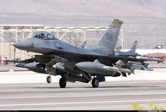 Μεταχειρισμένα μαχητικά όπως το εικονιζόμενο F-16 CJ της USAF είναι πολύ πιθανόν να αποδεσμευτούν για εξαγωγή λόγω περικοπών (Πηγή airlines.net)