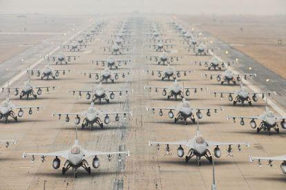 Έως και 60 μεταχειρισμένα αμερικανικά μαχητικά F-16 σχεδιάζει να μισθώσει η Ν.Κορέα
