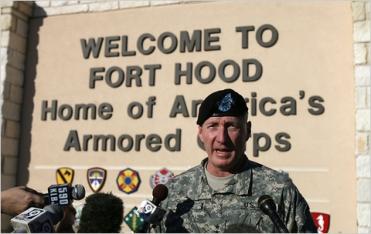 Ο δράστης πέρασε από την πύλη της στρατιωτικής βάσης Fort Hood και κατευθύνθηκε σε 2 πολύ συγκεκριμένα κτίρια μέσα στη βάση