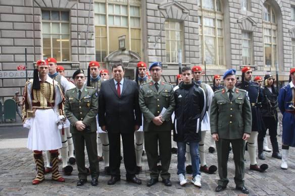 O Στρατηγός Φράγκος μαζί με την προεδρική Φρουρά