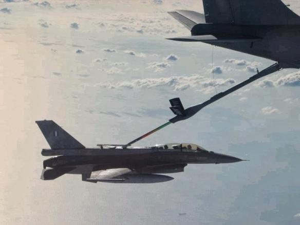 H ΠΑ εδώ και δεκαετίες έχει εκφράσει την απαίτησή της για την απόκτηση ενός μικρού στόλου αεροσκαφών AAR. Για το σκοπό αυτό φροντίζει οι χειριστές των μαχητικών της αεροσκαφών να εκπαιδεύονται στις διαδικασίες εναερίου ανεφοδιασμού σε συνεργασία με Ιπτάμενα Τάνκερ από Νατοικές χώρες