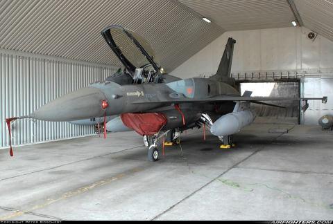 Την πώληση 8 αεροσκαφών F-16 block 30 φαίνεται να εξετάζει η κυβέρνηση με παράλληλη υποστήριξή τους από την ΕΑΒ.