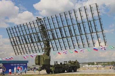 Το  ραντάρ NEBO SVU. Διακρίνεται η στοιχειοκεραία του που εκπέμπει στην VHF μπάντα συχνοτήτων και ανιχνεύει ακόμη και στόχους χαμηλού RCS.