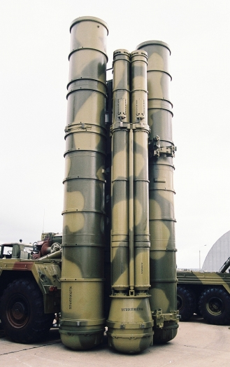 Στη διεθνή αμυντική έκθεση MAKS στη Μόσχα:O πύραυλος 9Μ96Ε μπαίνει σε 4πλη συσκευασία στη θέση ενός κανίστρου βολής των 48Ν6Ε