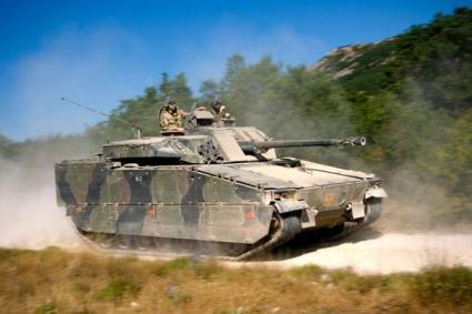 Τα Ολλανδικά CV9035NL είναι εφοδιασμένα με το πυροβόλο 35/50 mm Bushmaster III το οποίο μπορεί να χρησιμοποιήσει και Air-Burst Πυρομαχικά με καταστροφικά αποτελέσματα εναντίον εχθρικών ομάδων πεζικού