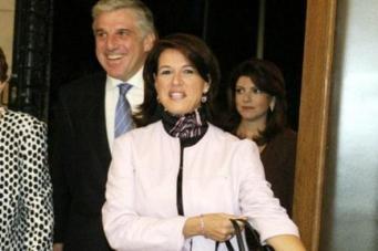 Ο ΥΠΕΘΑ Γιάννος Παπαντωνίου σε χαρούμενες στιγμές μαζί με την γυναίκα του