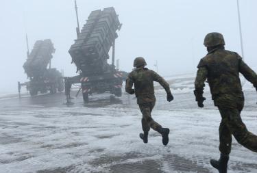 Στρατιώτες της Bundeswehr σε εκπαίδευση με συστήματα Patriot PAC-3. Η διάθεση μεταχειρισμένων συστοιχιών την παρούσα στιγμή μπορεί να αποτελέσει χρυσή ευκαιρία για την ΠΑ (!)