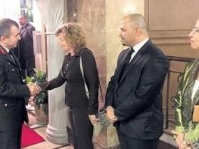 Στην φωτογραφία η πρέσβειρα των ΗΠΑ στην Κύπρο, υποδέχεται τους διοικητές των κατοχικών δυνάμεων στο ξενοδοχείο Μερι που βρίσκεται στα Κατεχόμενα