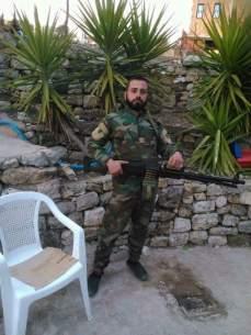 Σύριος στρατιώτης φιγουράρει μαζί με το νεότευτκο πολυβόλο Pecheneg